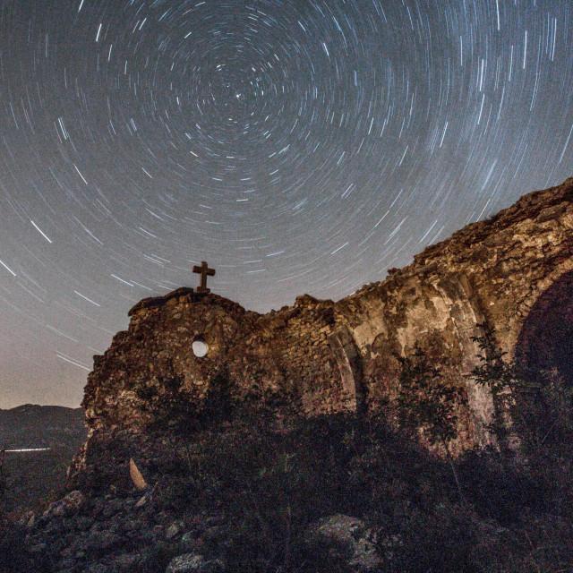 Zvjezdano nebo iznad Ledenica u Hrvatskome primorju