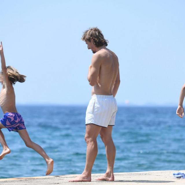 Zadar, 220721.<br /> Hrvatski reprezentativac Luka Modric danas je uzivao na kupanju sa svojom kcerkom Emom i sinom Ivanom na plazi u mjestu Kozino kraj Zadra.<br />