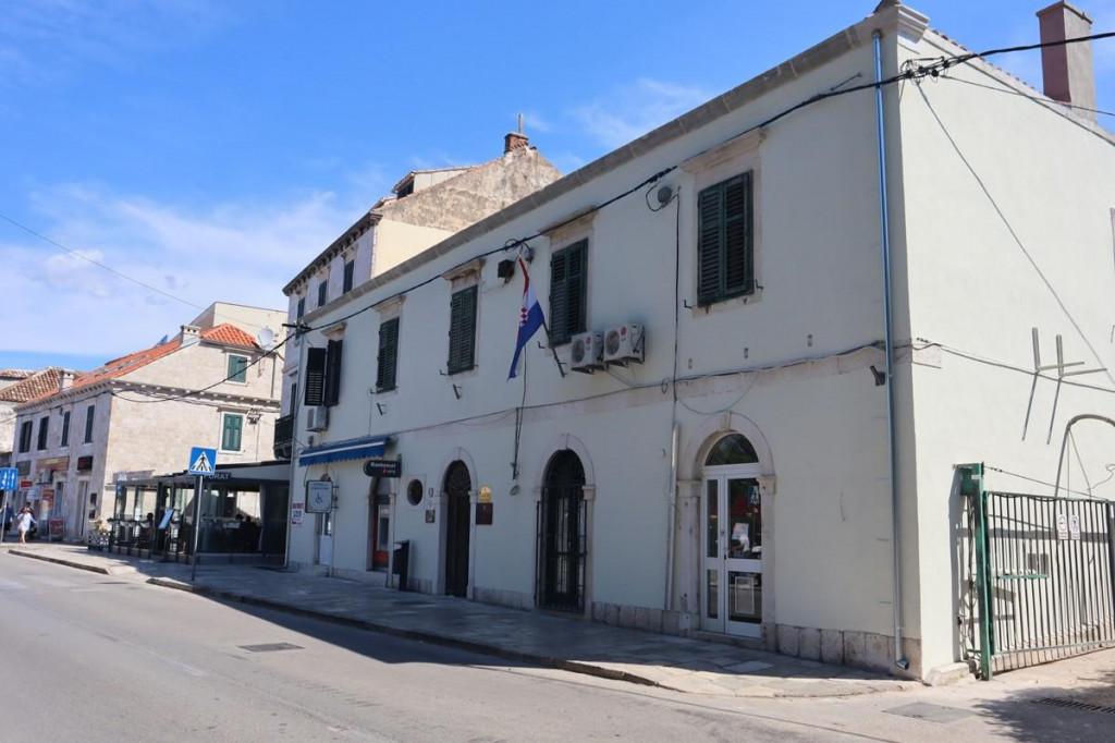 Obnovljeni su krov i pročelje zgrade u vlasništvu Grada Dubrovnika u kojoj djeluje i gruški ogranak Dubrovačkih knjižnica