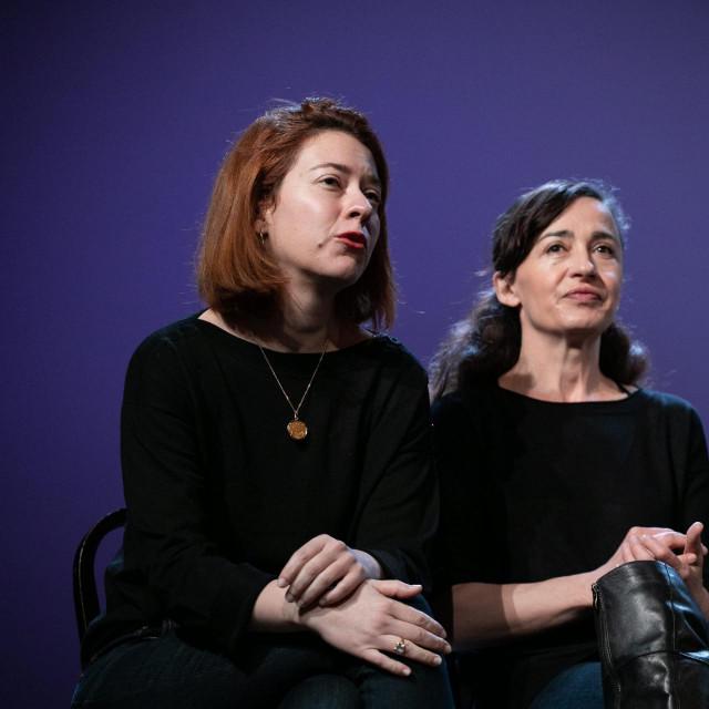 Marija Šegvić, prva lijevo