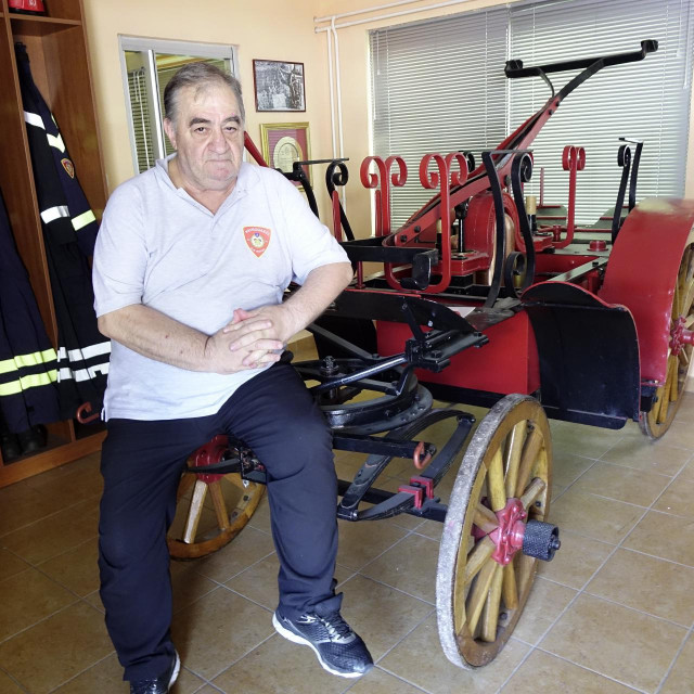 Vatrogasni doajen Ivica Čelan s kočijom za čije je očuvanje itekako zaslužan