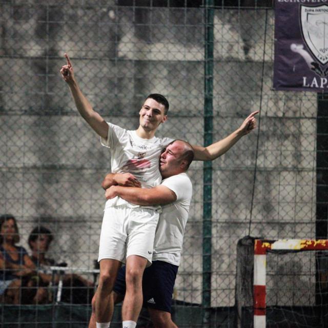 Haron Džanković je bio strijelac za Raguzice za 1:0 u 34. minuti, na kraju je pogodio penal za pobjedu 3:2, te plasman u finale. U zrak ga je od sreće podigao Miho Haklička