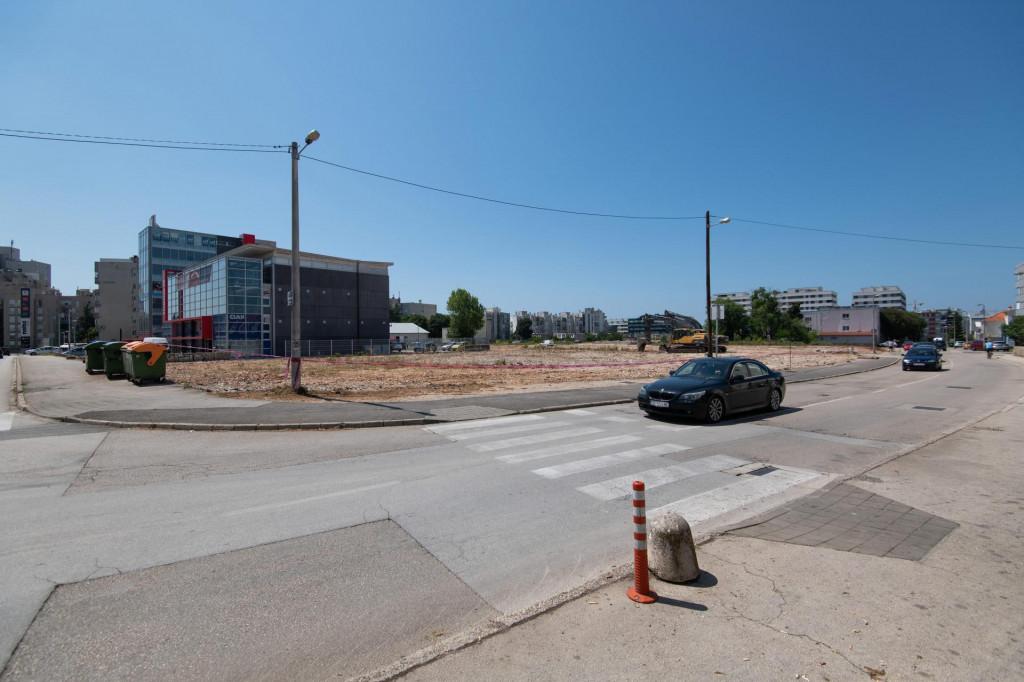 U Murvickoj ulici je rasciscen teren za veliko gradiliste gdje bi se po nagadjanjima uskoro trebao naci novi Lidl.<br />