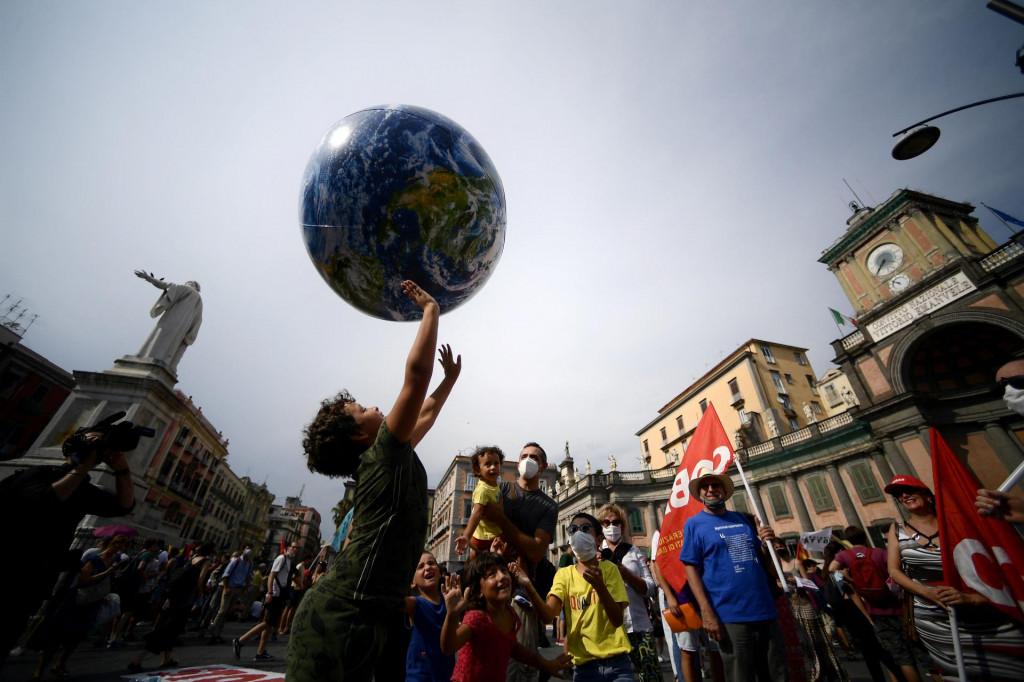 Na napuljske ulice izašli su prosvjednici