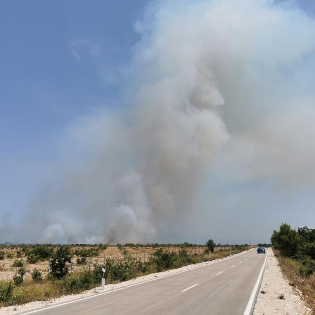 Požar između zatona i Ninskih stanova