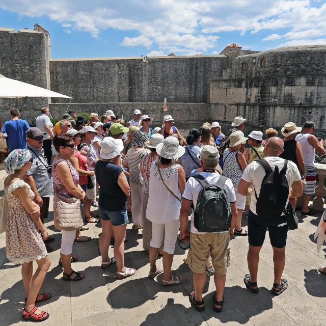 Šetalište Brsalje na Pilama s pogledom na zidine i tvrđave Lovrijenac i Bokar omiljena su lokacija za fotografiranje i- krađu<br />