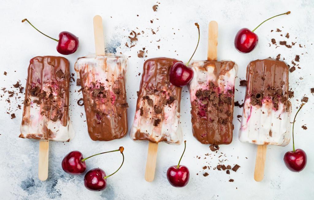 Black Forest chocolate fudge popsicles with roasted cherries and coconut cream. Vegan creamy ice pops, nicecream, fudgesicles