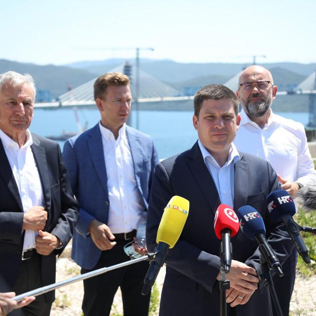 Ministar prometa Oleg Butkovic, na gradilištu Pelješkog mosta
