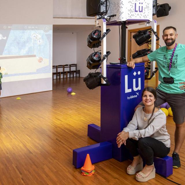 Bracni par Kocis Mladen i Judita i injihova interaktivna igra Lu.<br />
