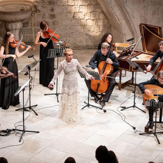 Ruska sopranistica Julija Ležnjeva s ansamblom La Voce Strumentale