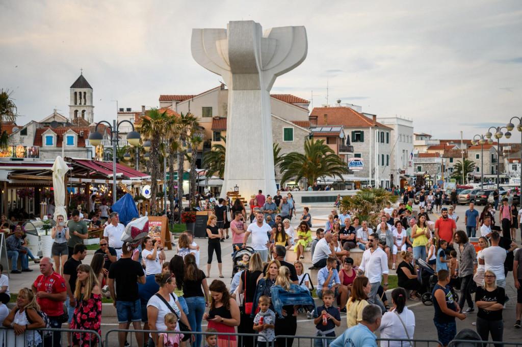 """Sve manifestacije koje se održavaju na rivi i glavnom trgu """"kod spomenika""""odgođene su do daljnjega"""