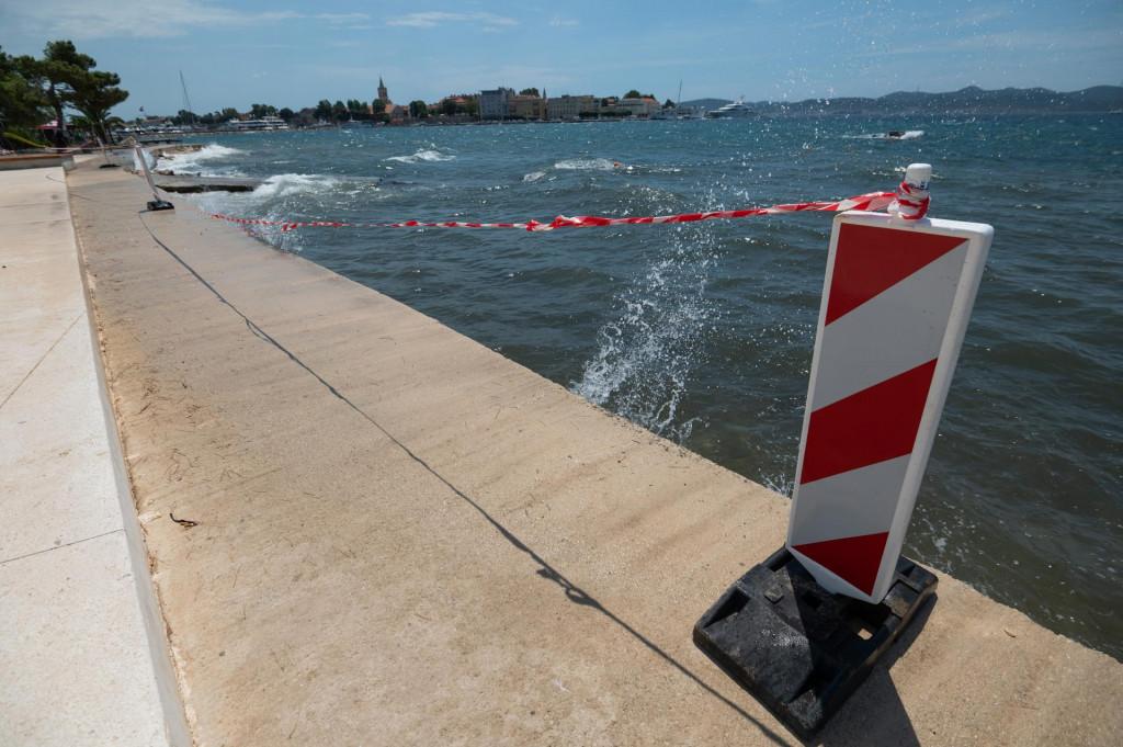 Zbog izlijevanja fekalija u more, do daljnjega se ne preporuca kupanje na plazi Marex