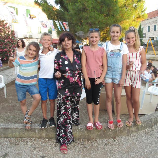 Organizatorica Marijana sa svojim mališanima