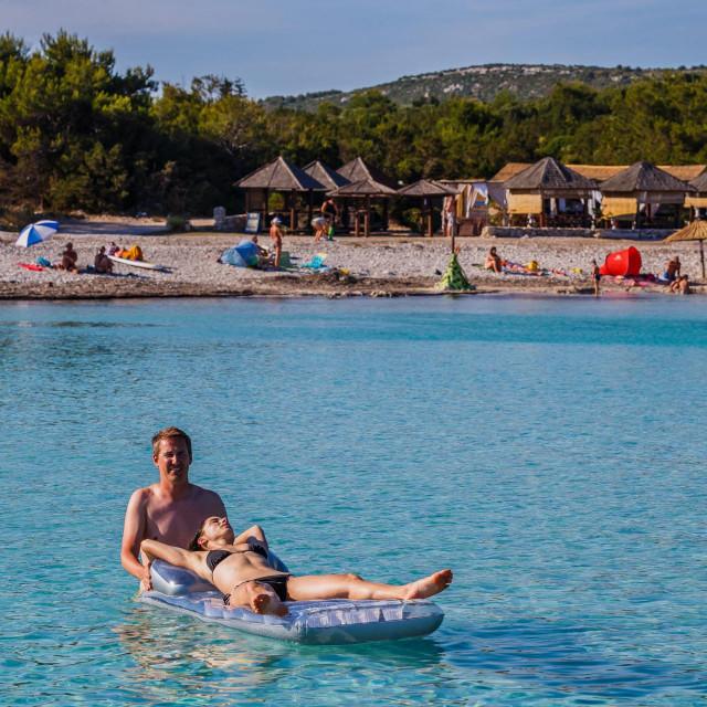 Saharun, kraljevska plaža s kraljevskim cijenama ležaljka<br /> <br /> <br />