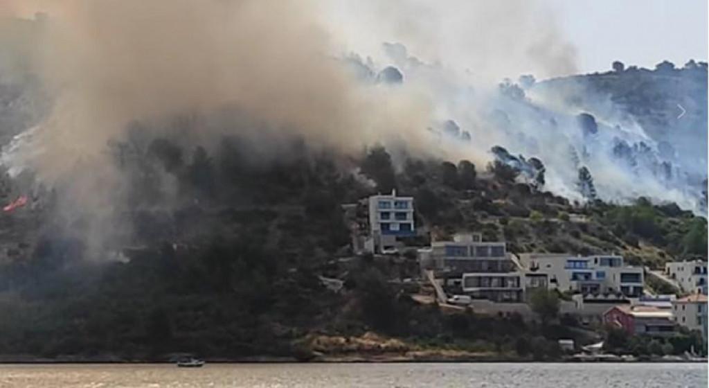 Obranjene su kuće u velikom požaru na rogozničkom području