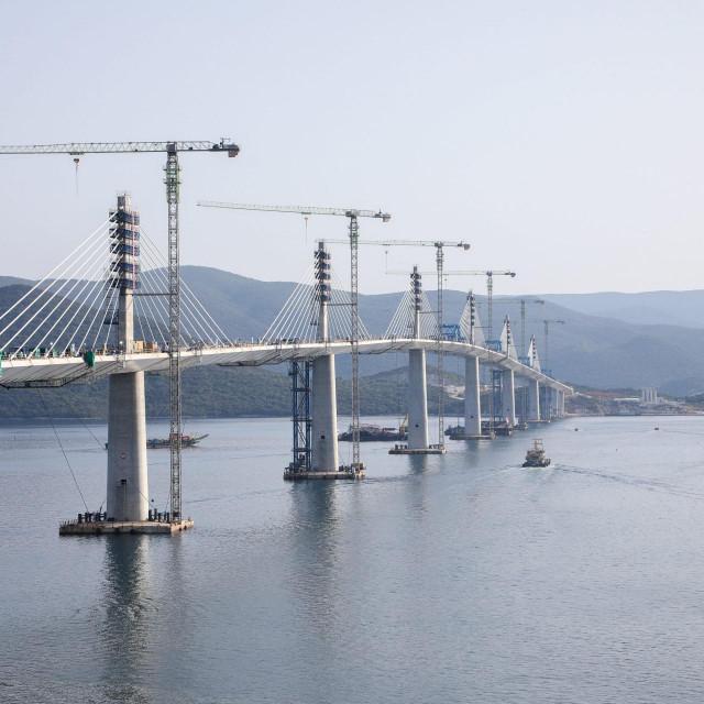 DV<br /> Komarna, 280721<br /> Spajanje peljeskog mosta, reportaza s glavnim inzenjerima u izgradnji.<br /> Na fotografiji:<br />