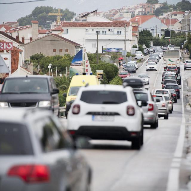 Kilometarske kolone na ulazu u Split iz smjera Omiša
