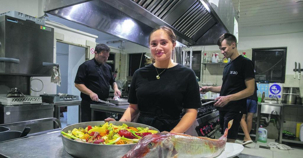 Monika Ninčević u restoranu na Kornatima