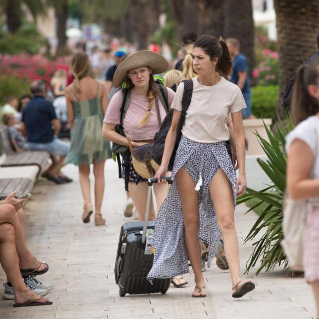 Split, 260721.<br /> Veliki broj turista jutros je u centru gradu. Prizori su slicni kao u vrijeme prije pandemije koronavirusa.<br />