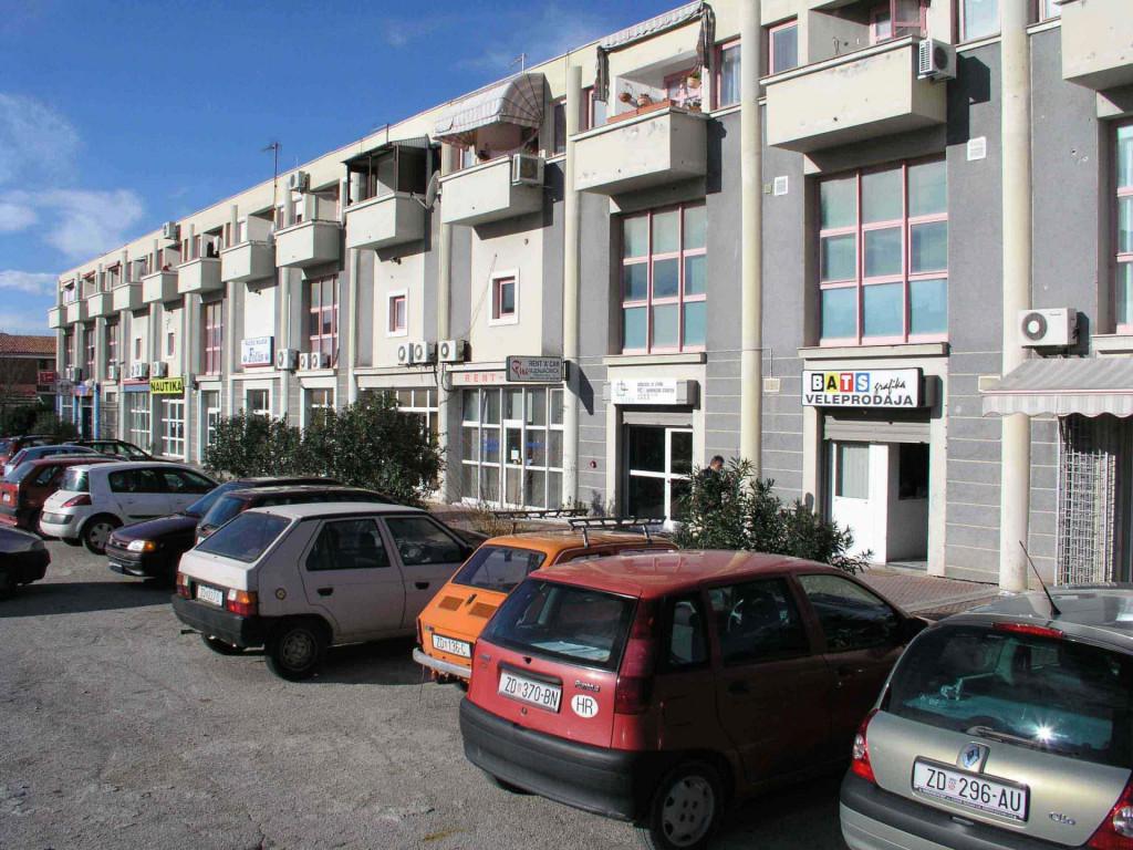 zadar 171203<br /> prostori u poslovno stambenoj zgradi zadarkomerca u stecaju prodaju se po pocetnoj cijeni od 6,4 milijuna kuna<br /> foto jure miskovic<br /> -pok-<br /> zadarkomerc