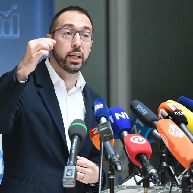 Jedna od prvih mjera Tomislava Tomaševića u Zagrebu bila je ukidanje statusa 'majke odgojiteljice'. Ali ne radi on ništa izdvojeno, samo provodi globalnu zelenu agendu<br />
