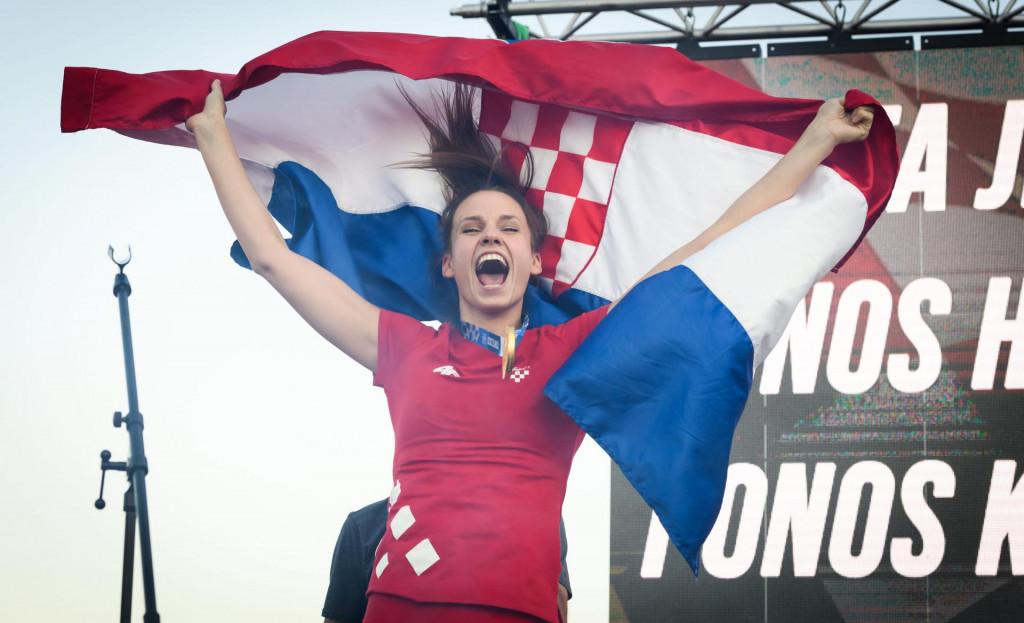 Zlatna olimpijka Matea Jelić na dočeku u rodnom Kninu