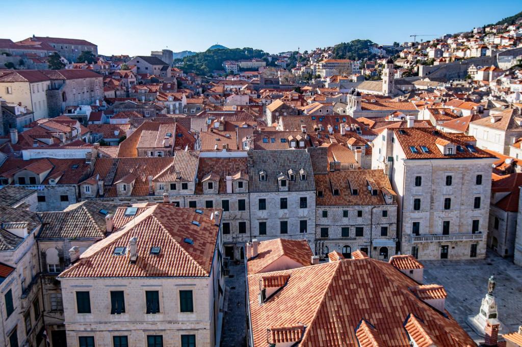 Dubrovnik, 08.03.2021.<br /> Tvrtka Dom izgradnja radi na obnovi krova kupole dubrovacke katedrale Gospe Velike u Gradu.<br /> Na fotografiji: Krovovi grada.<br />