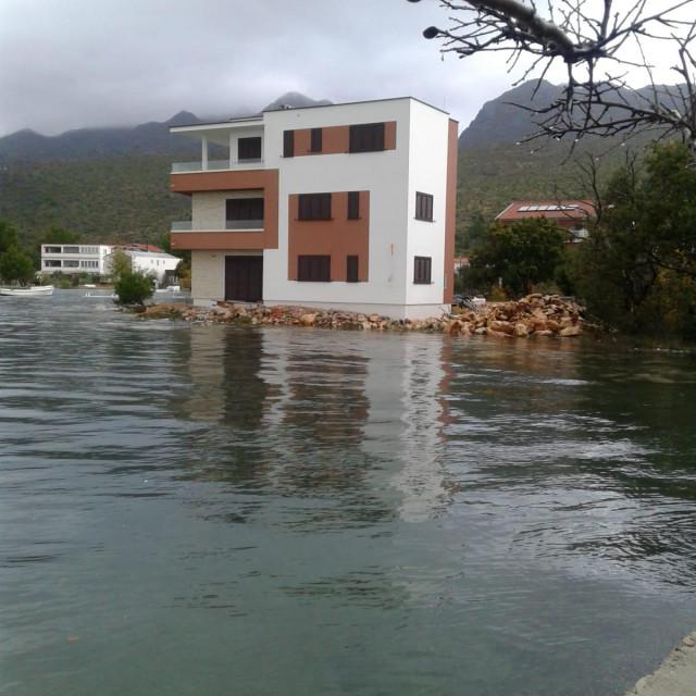 Kad se podigne plima, kuća je u moru