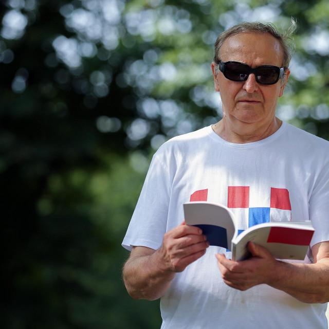 Boris Ljubičić rođeni je Sinjanin, što mu teoretski daje pravo sudjelovanja na Alki, ali, kaže, on ju je uvijek trkao pomoću plakata i dizajna<br />