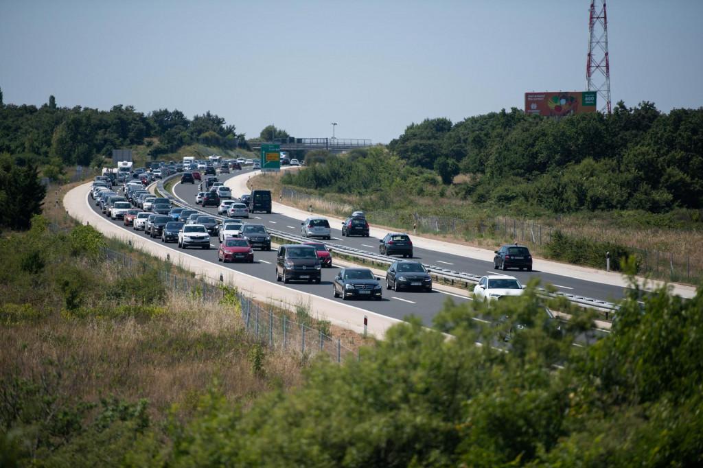 Kolone na autocesti kod Posedarja snimljene preko vikenda
