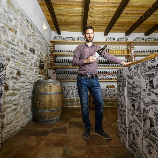 Vinar Ante Sladić u novoj vinoteci i kušaonici vina