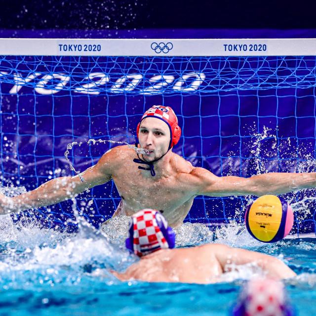 Marko Bijač brani peterac protiv Španjolske