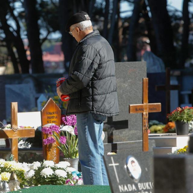 Lopovi su pokrali novi dio groblja, a krađa je bilo i prije (ilustracija)