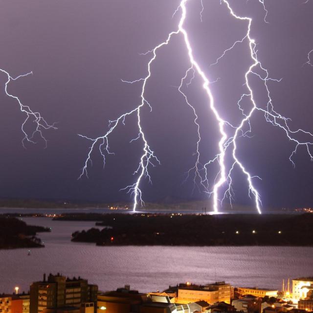 Zbog mogućih jačih pljuskova i obilnih oborina, savjetuje se praćenje vremenske prognoze, kao i upozorenja na opasne vremenske pojave