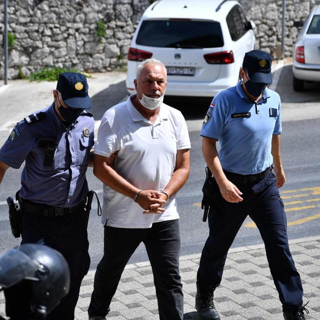 Privođenje osumnjičenog Igora Tropana