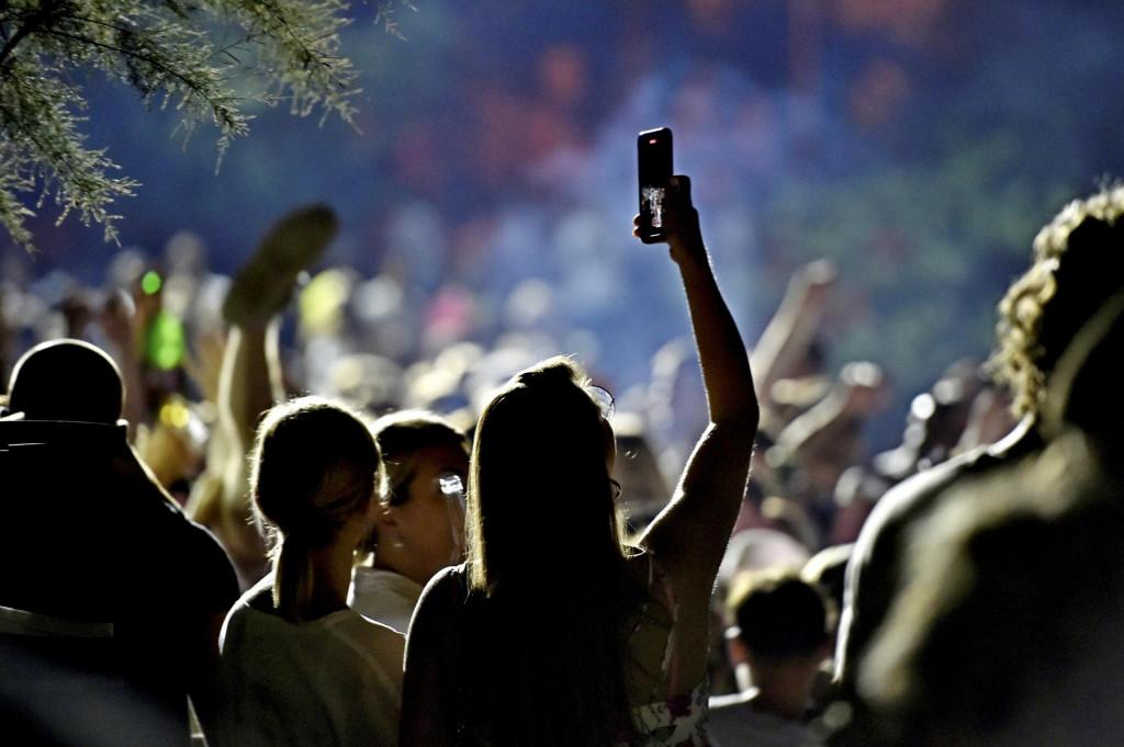 Dok mladi noću rade selfije, splitski građani mogu se samo slikat<br /> <br />