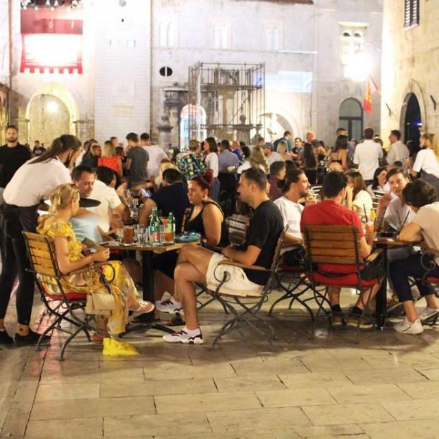 Kad je velika potražnja u noćnim satima stolovi se rezerviraju, tako je svugdje u svijetu - kažu u 'Cele'