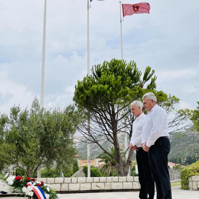 Nardelli i Klešković položili vijenac i zapalili svijeću na Spomen obilježju u Mandaljeni
