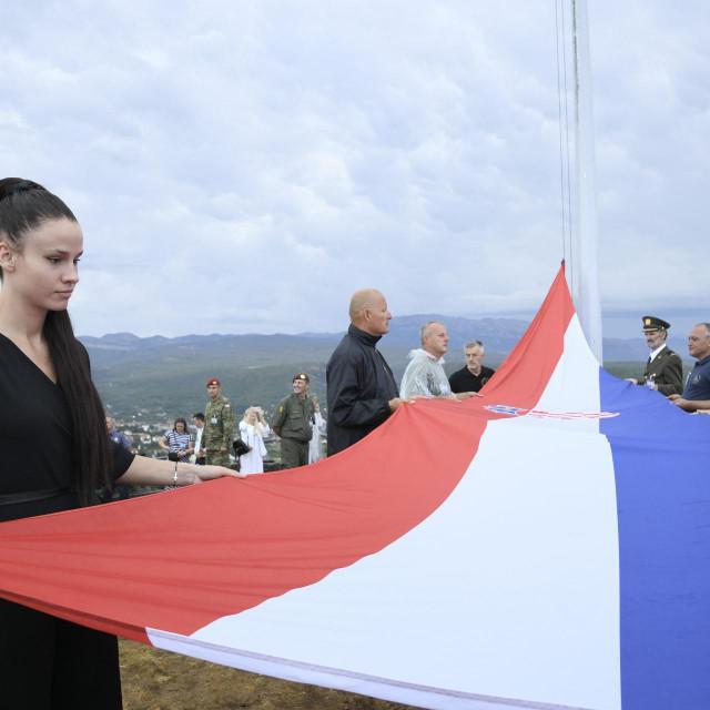 Matea Jelić podiže zastavu