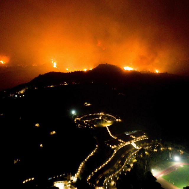 Šumski požar približio se Olimpijskoj akademiji u drevnoj Olimpiji, rodnom mjestu Olimpijskih igara, u zapadnoj Grčkoj