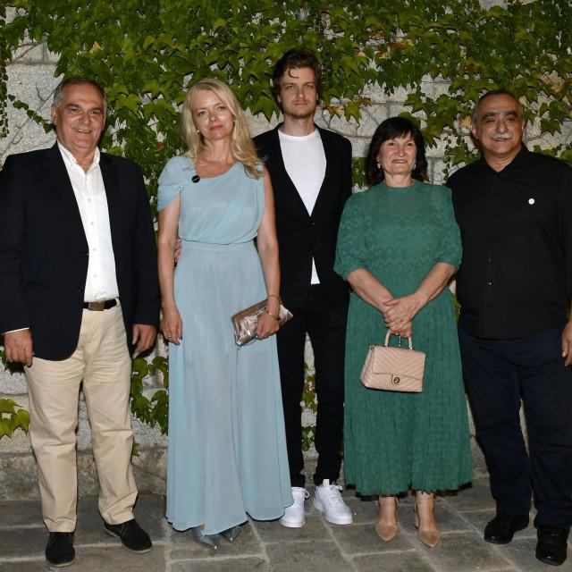 Župan Blaženko Boban, Vjekoslava i Ivan Huljić, županova supruga Marica i intendant HNK Srećko Šestan<br />