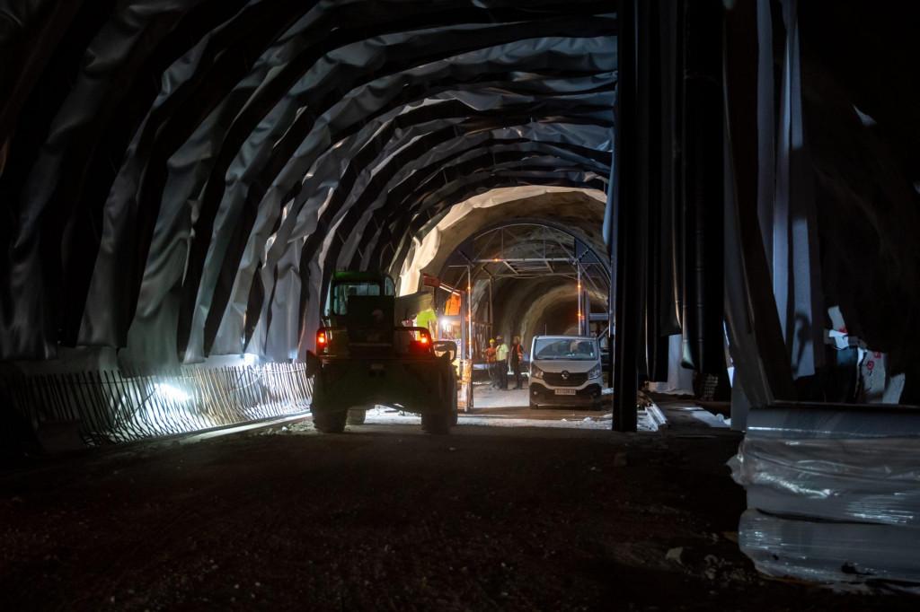 Tunelom Debeli brijeg za sada prometuju samo kamioni