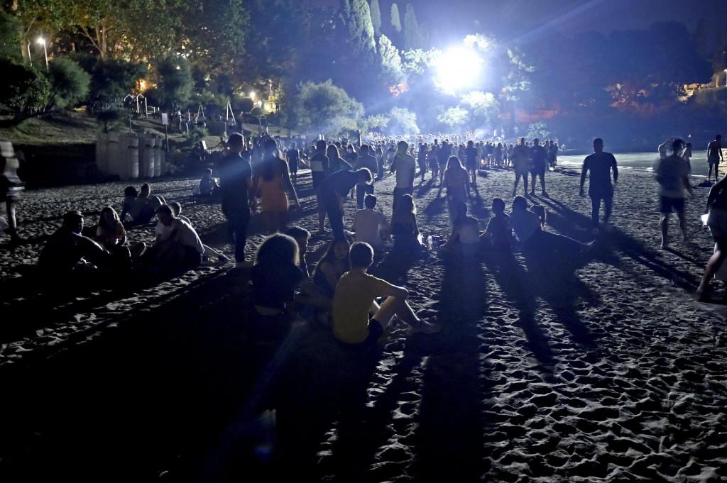 Noćni provod na Bačvicama