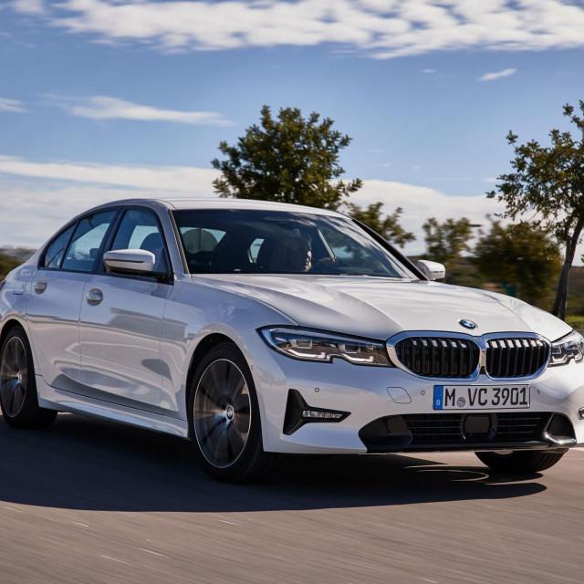 BMW serije 3 ADVANTAGE+ model