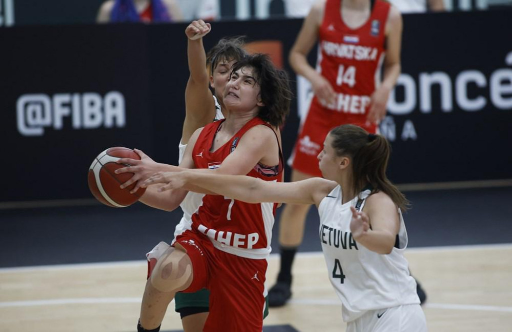 Ella Majstorović (Hrvatska) protiv LItve na startu FIBA European Challengersa
