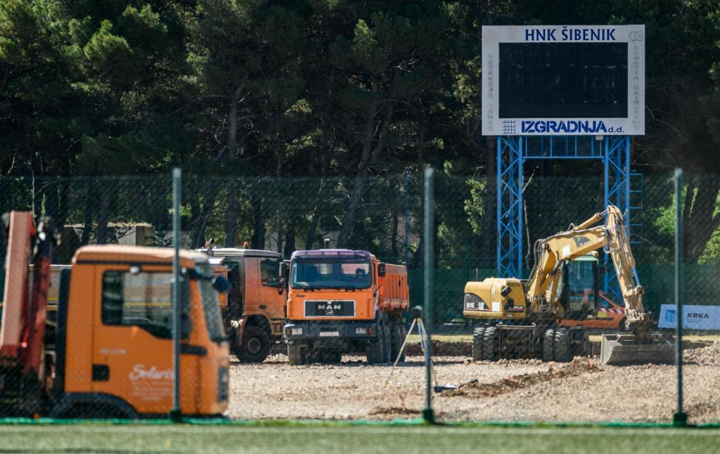 Završeni su svi radovi na novom travnjaku, prrmijera 'zelenog tepiha' je u nedjelju kada Šibenik ugošćuje Hrvatski Dragovoljac