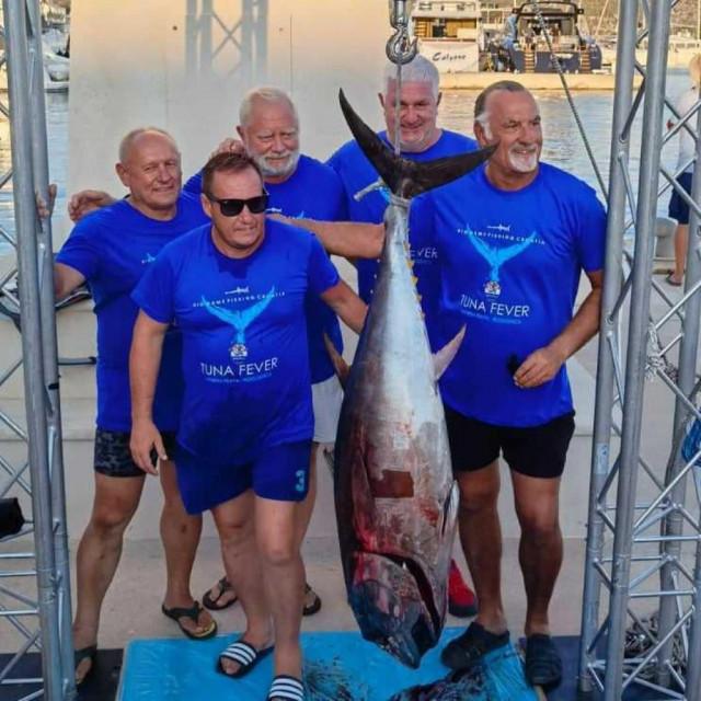 Ekipa 'Carle' s tunom od 41,4 kg