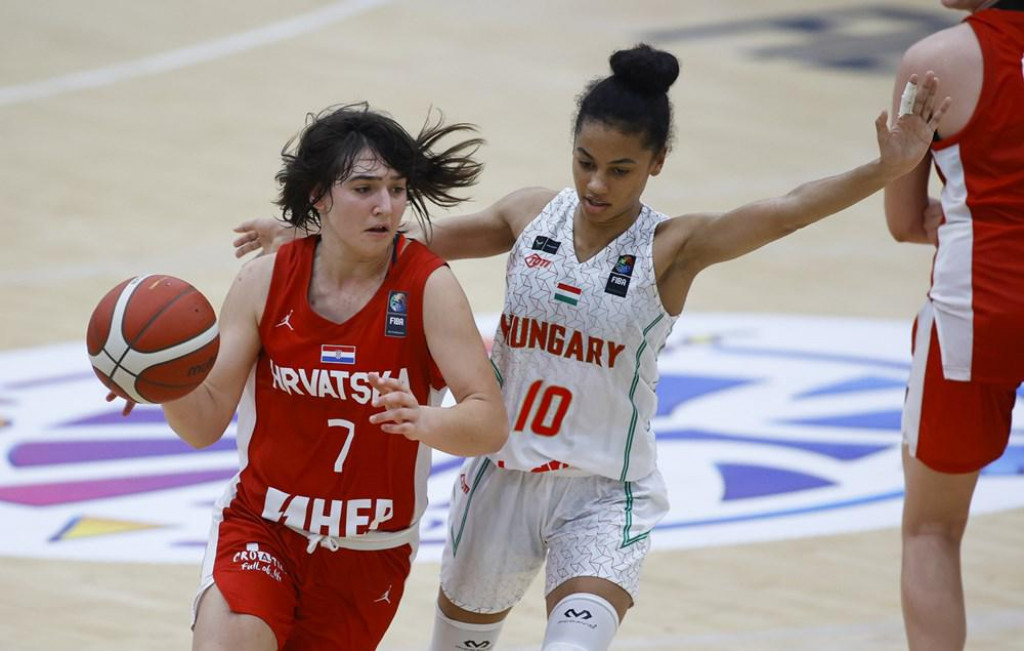Ella Majstorović, košarkašica Raguse, hrvatska kadetska reprezentativka u utakmici protiv Mađarske
