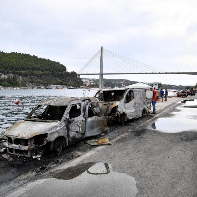 Na Mirinovu je izgorjelo pet glisera i dva automobila
