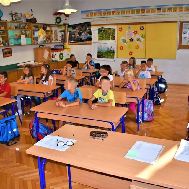 Dubrovačko-neretvanska županija osigurala 2,4 milijuna kuna za nabavu radnih materijala za osnovnoškolce